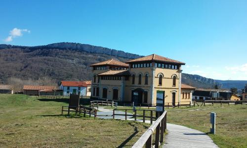 Casa del Parque Monumento Natural Ojo Guareña - Quintanilla del Rebollar