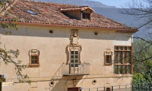 Casonas y Torre - El Almiñé